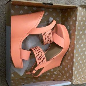 Peach/Coral heels !